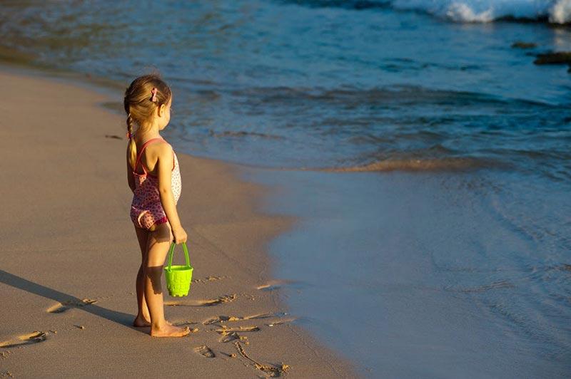 jakie zabawki na plaze dla dziecka