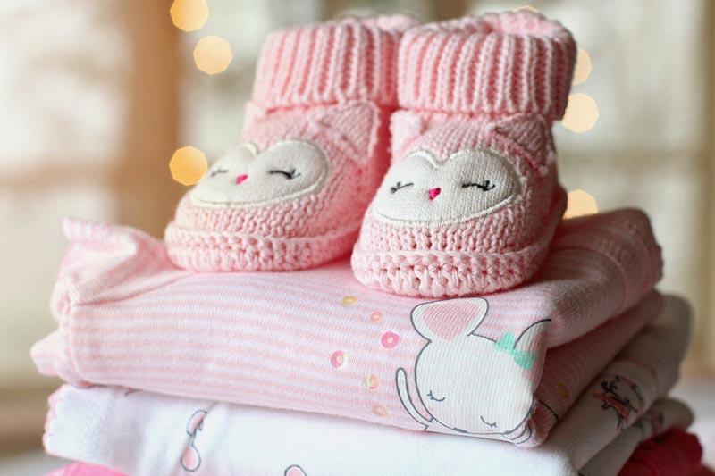 Jakie jajlepsze ubranka dla niemowlaka